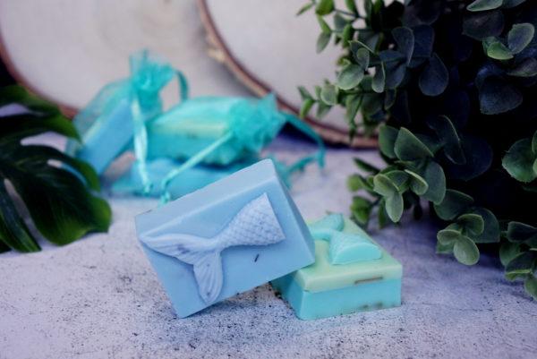 Meerjungfrauen Seife Mermaid Soap handgefertigt zu Die Toechter des Meeres der Mondlilien und Drachenfeuer Reihe
